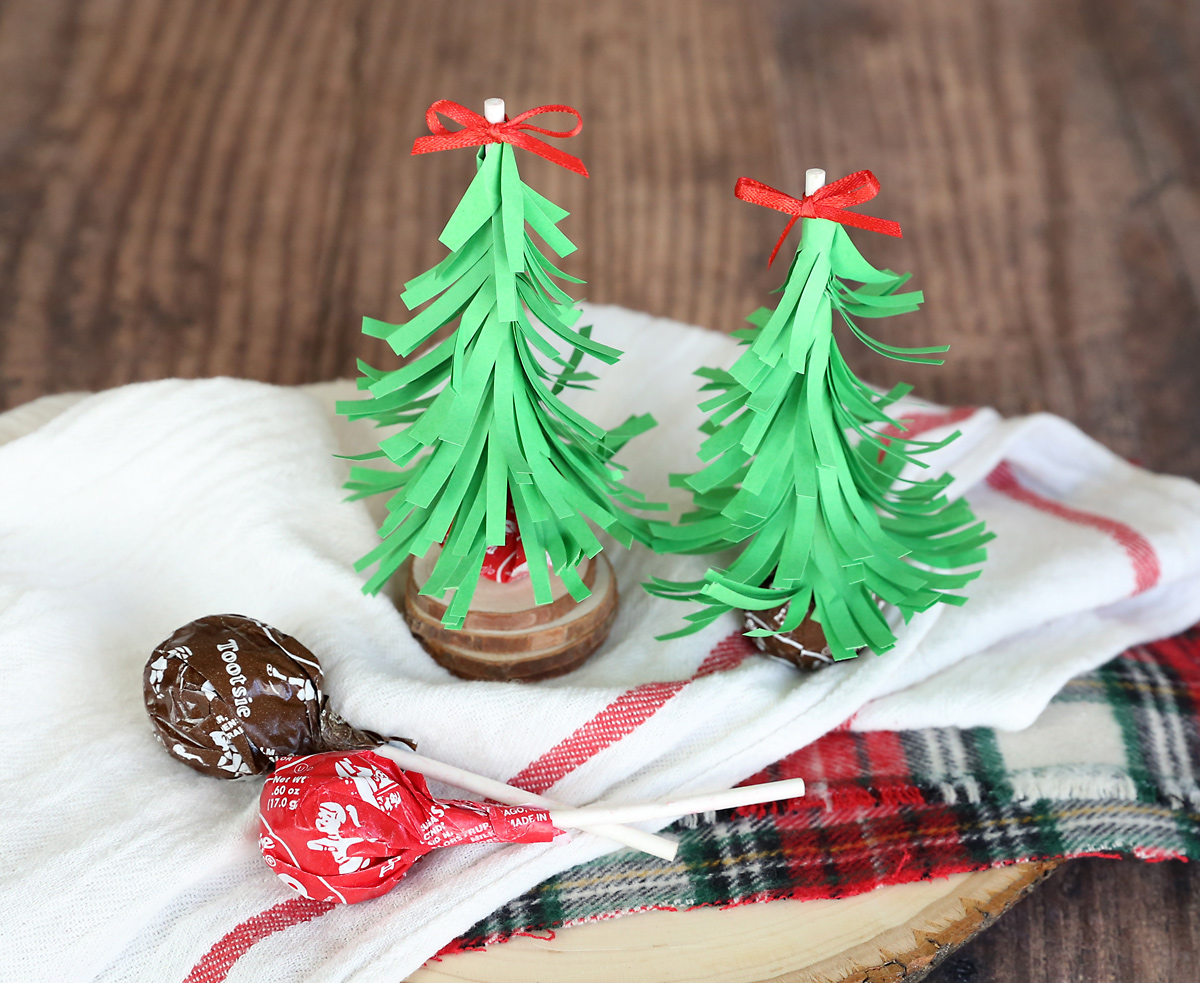Christmas tree suckers are an easy Christmas treat for sharing with friends! Prepackaged Christmas treat.