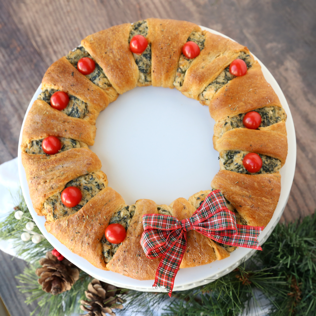 Spinach Dip Crescent Wreath {easy