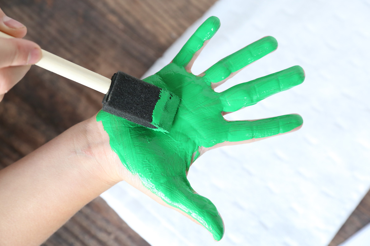 Paint the hand green.