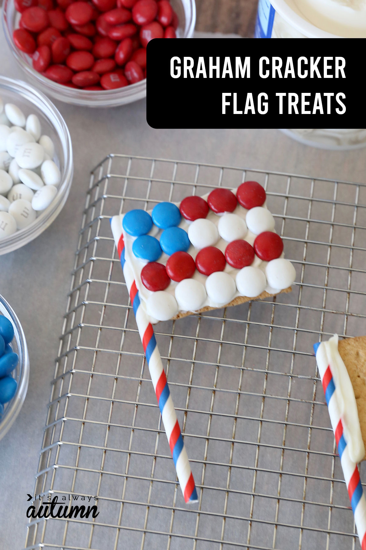Graham cracked flags are an easy 4th of July treat that kids can cook!
