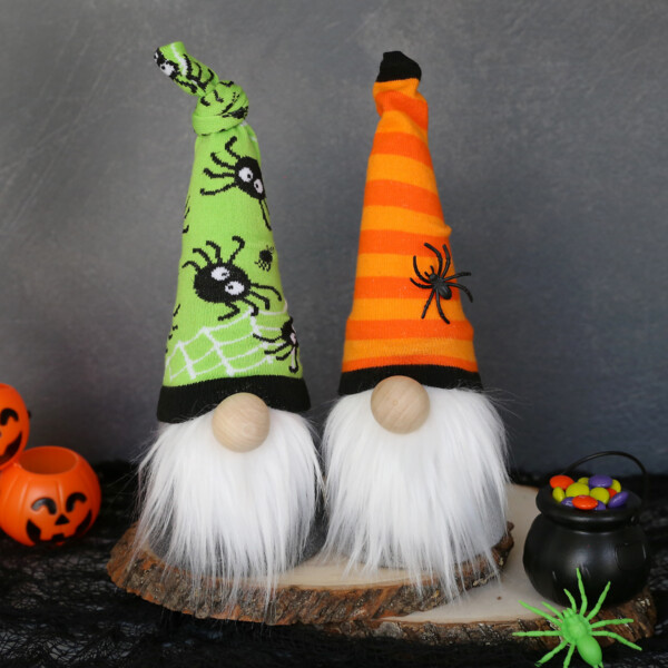 Halloween sock gnomes: DIY gnomes with hats made from green and orange Halloween socks